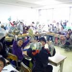 東松島市立野蒜小学校、163人に2つずつ、クリスマスプレゼントとして渡されました。